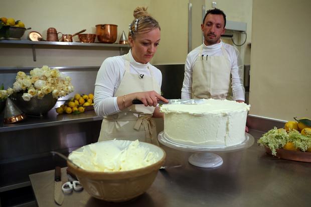 Лимонный шедевр: рецепт свадебного торта принца Гарри и Меган Маркл (фото 11)