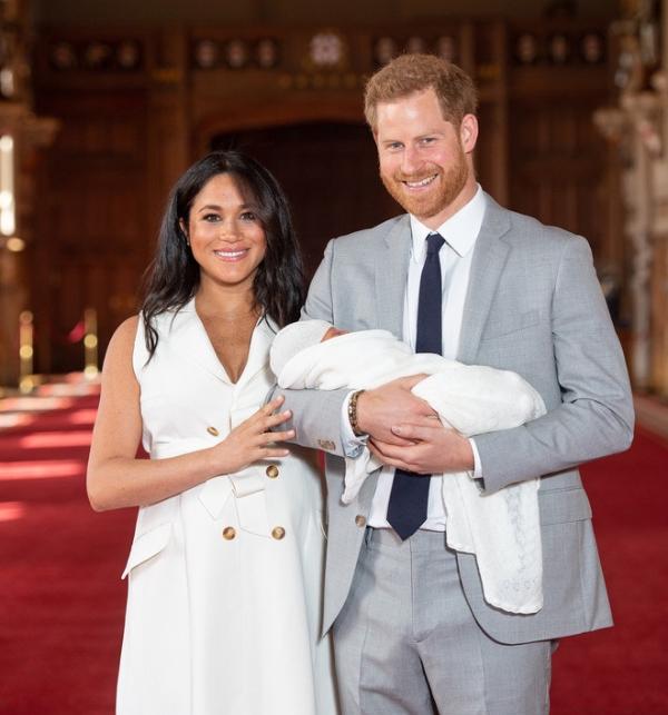 Самый милый при дворе: первый год жизни сына Меган и Гарри в 10 фотографиях (фото 2)