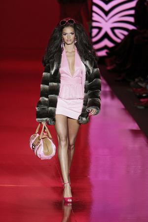 Показ Barbie Runway Show коллекции сезона Осень-зима 2009-2010 года prêt-à-porter - www.elle.ru - Подиум - фото 89111
