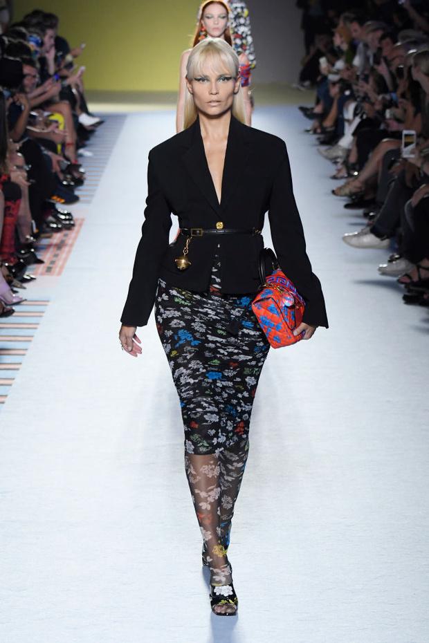 Энциклопедия красоты: 15 супермоделей на показе Versace (фото 11)