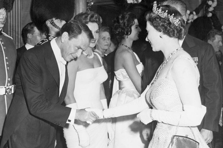 Что звезды надевали на встречу с королевой Елизаветой II? (фото 4)