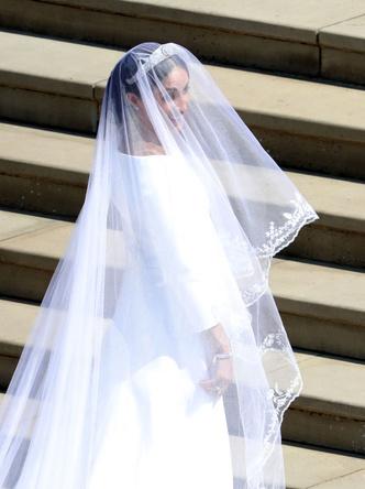 Дизайнер Givenchy рассказала о свадебном платье Меган Маркл (фото 6.2)