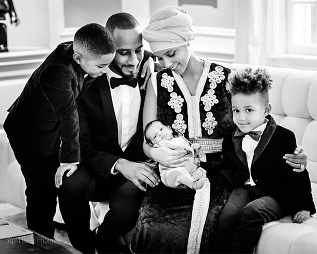 Алиша Кис с сыновьями