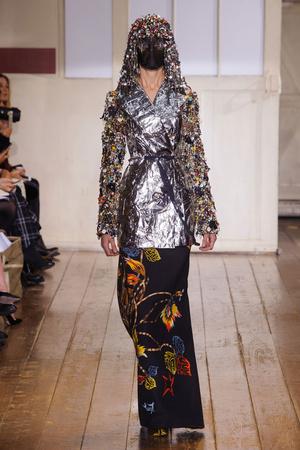 Показ Maison Martin Margiela коллекции сезона Весна-лето 2014 года haute couture - www.elle.ru - Подиум - фото 575093
