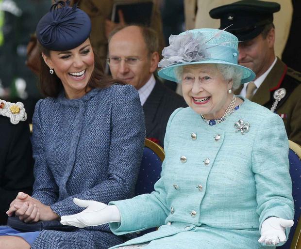 Королева Елизавета II официально одобрила брак принца Гарри и Меган Маркл (фото 3)