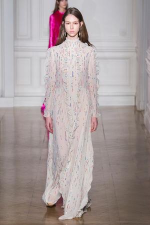 Показ Valentino коллекции сезона Весна-лето  2017 года Haute couture - www.elle.ru - Подиум - фото 616683