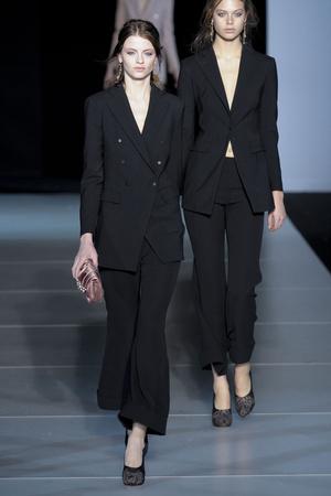 Показы мод Giorgio Armani Осень-зима 2011-2012 | Подиум на ELLE - Подиум - фото 2192