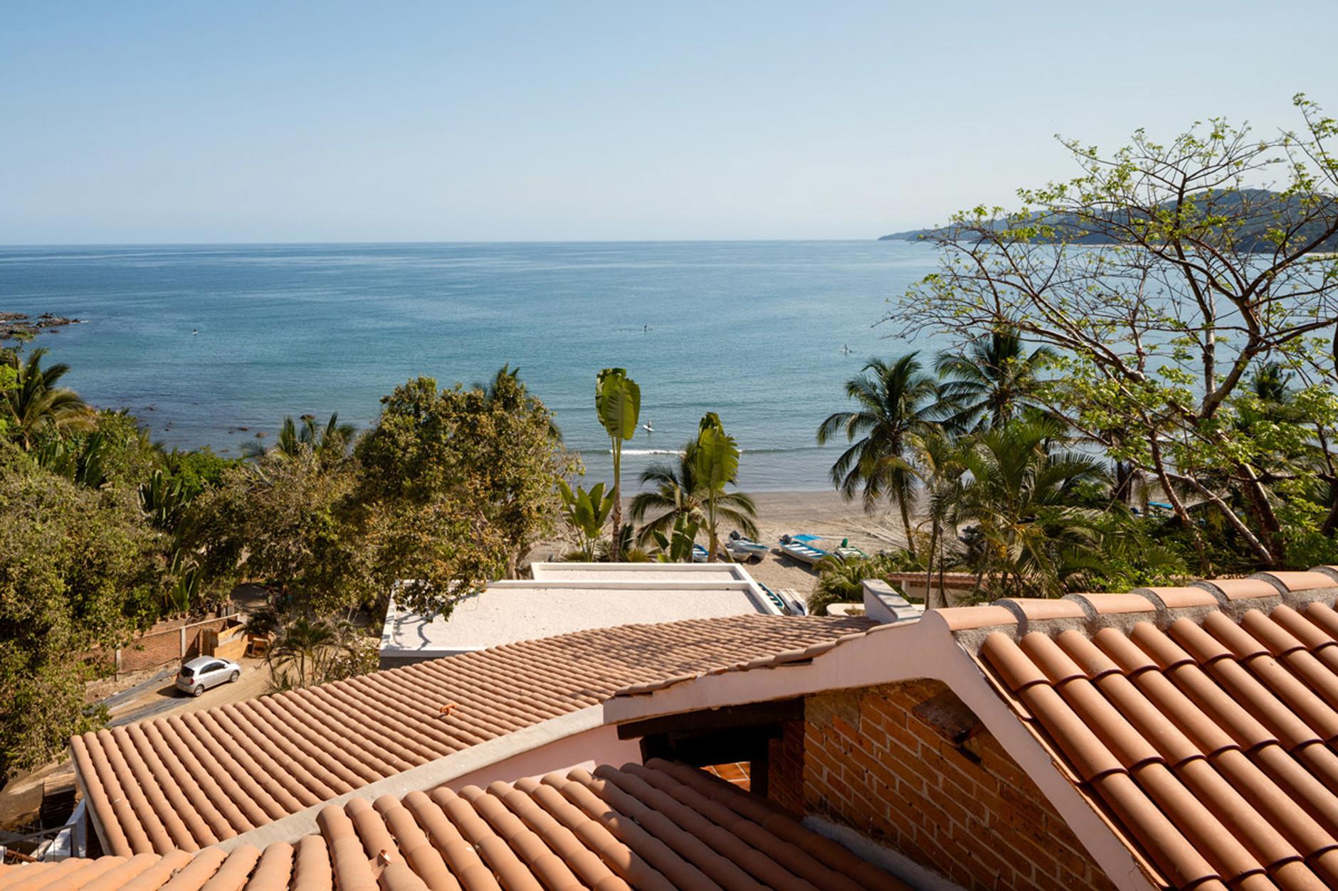 С видом на океан: серферский домик в Мексике (галерея 9, фото 0)