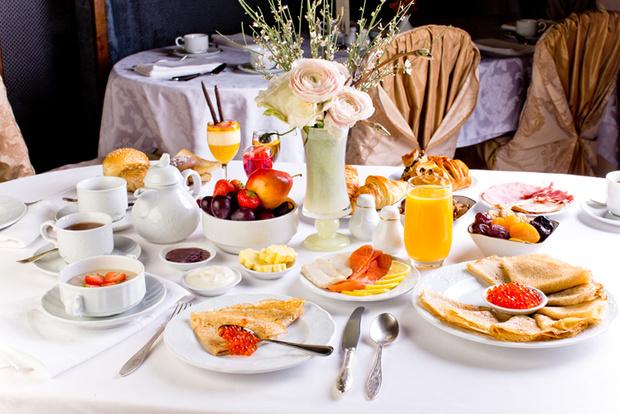Завтрак в зале «Метрополь»