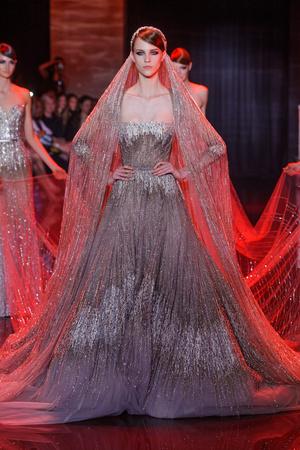 Показ Elie Saab коллекции сезона Осень-зима 2013-2014 года Haute couture - www.elle.ru - Подиум - фото 556200