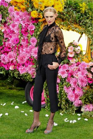 Показ Emanuel Ungaro коллекции сезона Весна-лето 2011 года Prêt-à-porter - www.elle.ru - Подиум - фото 190216