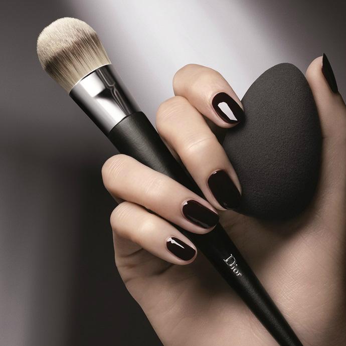 Кисть и спонж для макияжа от Dior