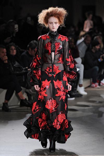 Неделя моды в Париже: показы Alexander McQueen и Paul & Joe ready-to-wear осень — зима 2015-2016 | галерея [1] фото [15]