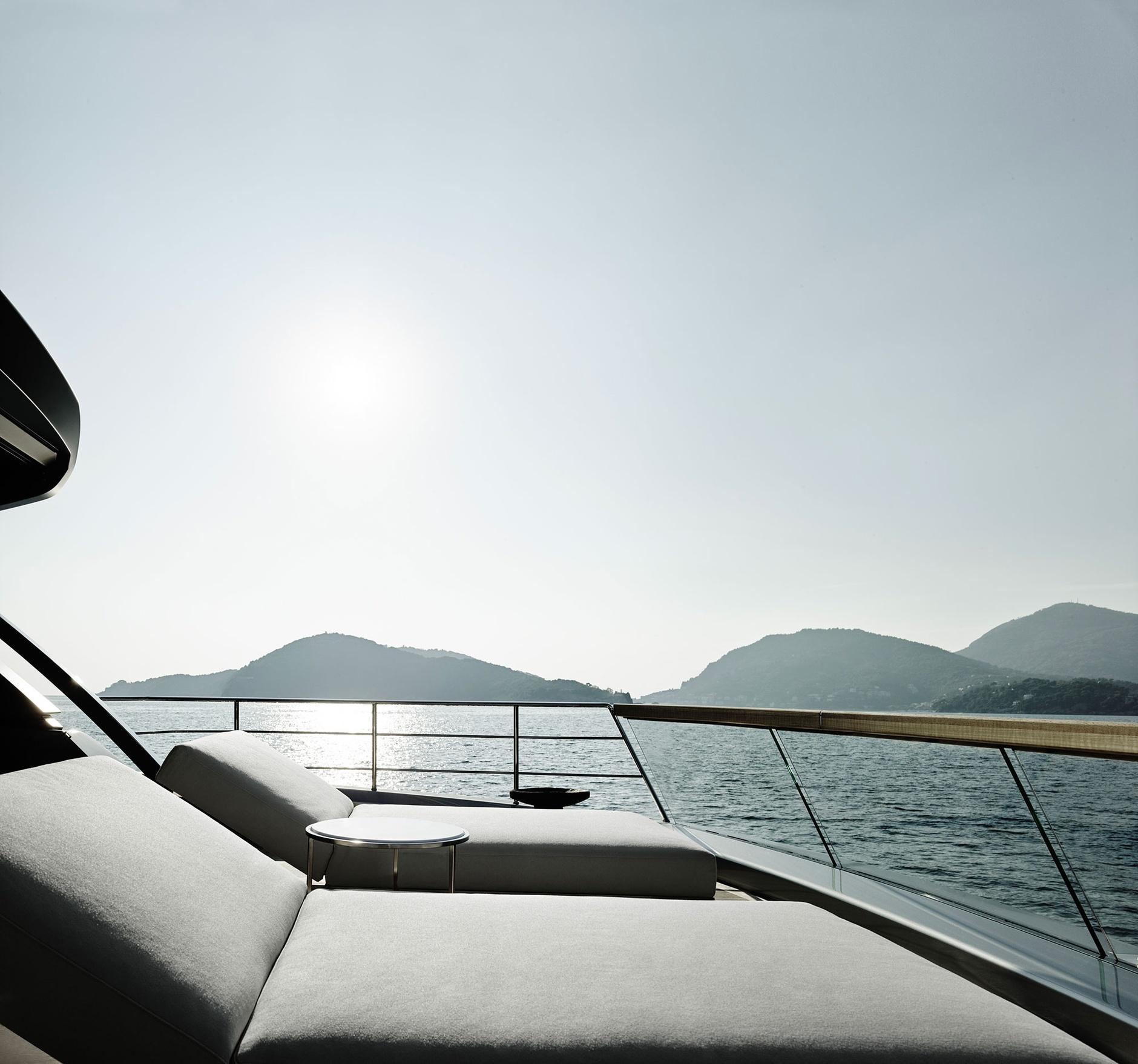 Лофт с видом на море: новая яхта по дизайну Пьеро Лиссони (галерея 4, фото 1)