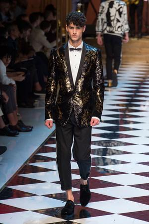 Показ Dolce & Gabbana коллекции сезона Весна-лето  2017 года Men prêt-à-porter - www.elle.ru - Подиум - фото 606695