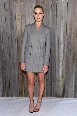 Образ дня: Марго Робби на показе Calvin Klein (фото 2)