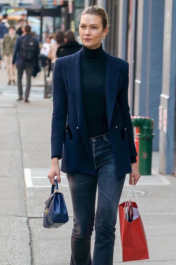 Мисс элегантность: Карли Клосс показывает, как носить классический пиджак, и не выглядеть скучно (фото 2)