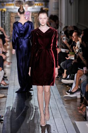 Показ Valentino коллекции сезона Осень-зима 2012-2013 года Haute couture - www.elle.ru - Подиум - фото 404943