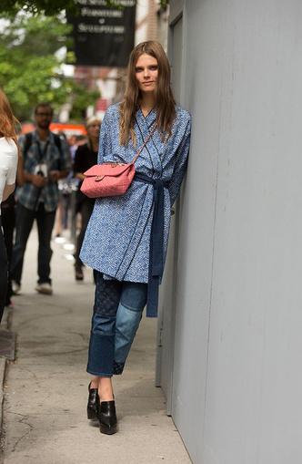Back to 90s: 5 способов носить mom-джинсы (фото 31)
