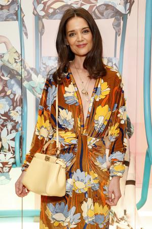 Яркое платье и правильные аксессуары: Кэти Холмс в Fendi (фото 0.2)