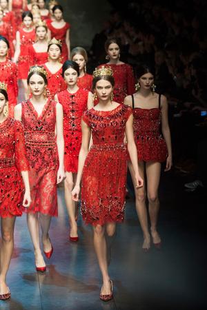 Показ Dolce & Gabbana коллекции сезона Осень-зима 2013-2014 года Prêt-à-porter - www.elle.ru - Подиум - фото 524905
