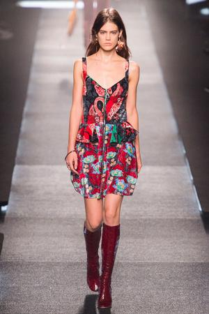 Показ Louis Vuitton коллекции сезона Весна-лето 2015 года Prêt-à-porter - www.elle.ru - Подиум - фото 592605