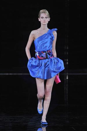 Показы мод Giorgio Armani Весна-лето 2010 | Подиум на ELLE - Подиум - фото 2993