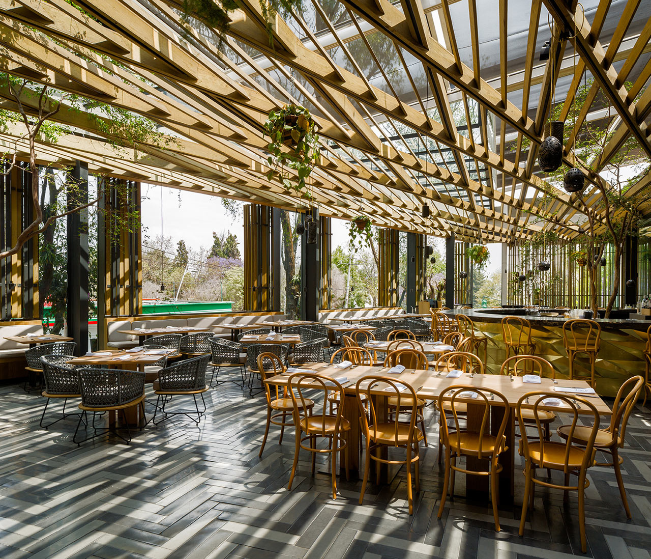 Дерево и стекло: современный ресторан в Мехико (галерея 5, фото 0)