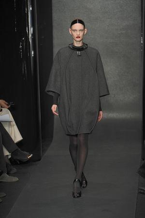 Показ Donna Karan коллекции сезона Осень-зима 2010-2011 года Prêt-à-porter - www.elle.ru - Подиум - фото 145204