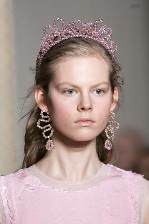 Хлоя Севиньи стала моделью на показе Simon Rocha в Лондоне (фото 8.1)