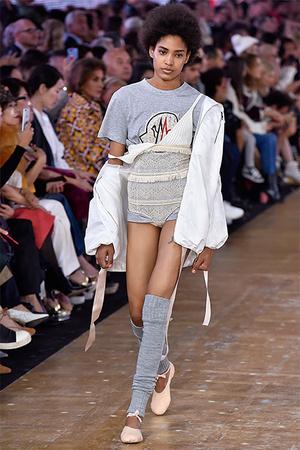 Тренд сезона: нижнее белье на модных подиумах (фото 13)