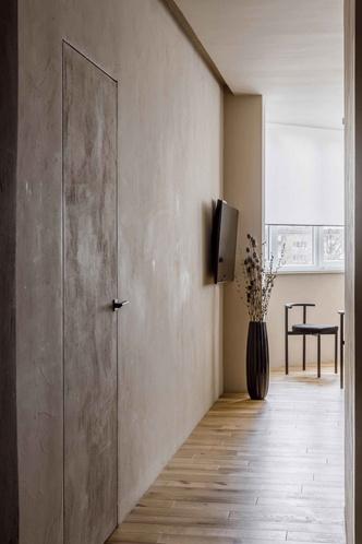 Брутальная квартира в бежевых тонах с черной спальней 72 м² (фото 12.1)