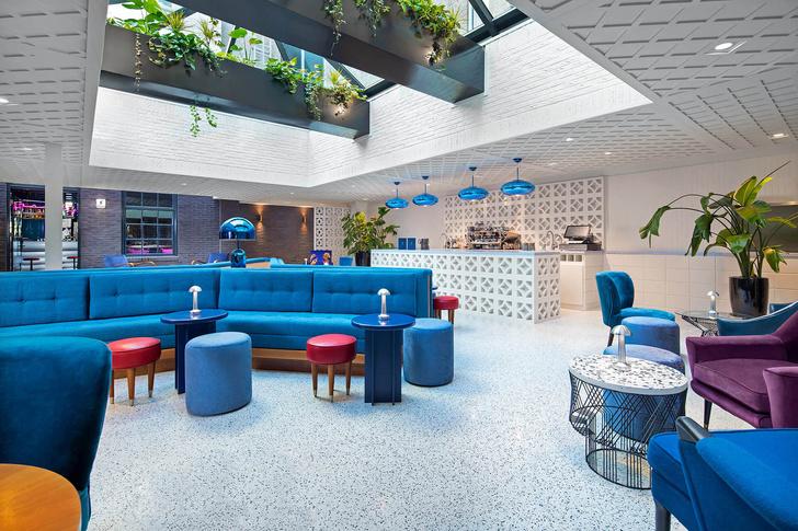 Яркий бар в Амстердаме (фото 3)