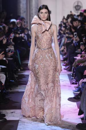Показ Elie Saab коллекции сезона Весна-лето 2018 года haute couture - www.elle.ru - Подиум - фото 675271