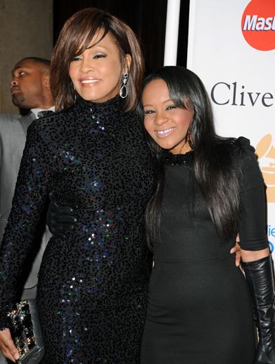 Уитни Хьюстон с дочкой Бобби Кристиной на пре-вечеринке Grammy в 2011 году