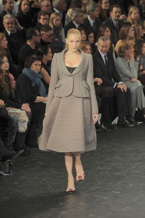 Показ Louis Vuitton коллекции сезона Осень-зима 2010-2011 года Prêt-à-porter - www.elle.ru - Подиум - фото 157468