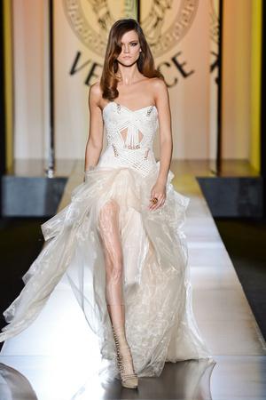 Показ Atelier Versace коллекции сезона Осень-зима 2012-2013 года Haute couture - www.elle.ru - Подиум - фото 402900