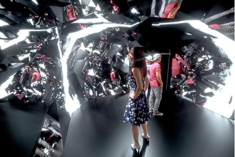 В Центре МАРС открылась выставка «Пятое измерение: сингулярность» | галерея [1] фото [6]