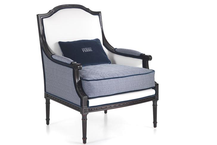 Кресло, кожа, ткань, деревянный каркас покрыт патинированным лаком.