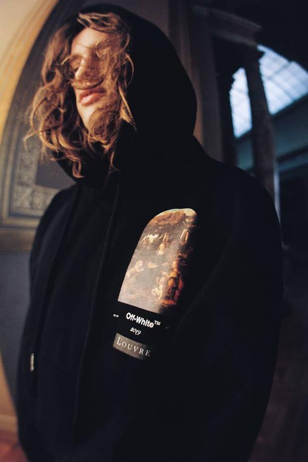 Какая знаковая марка одежды выпустила мерч для Лувра? (фото 7)