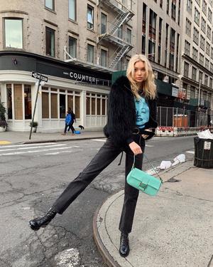 Эльза Хоск нашла самую модную сумку для будущей весны (фото 1.2)