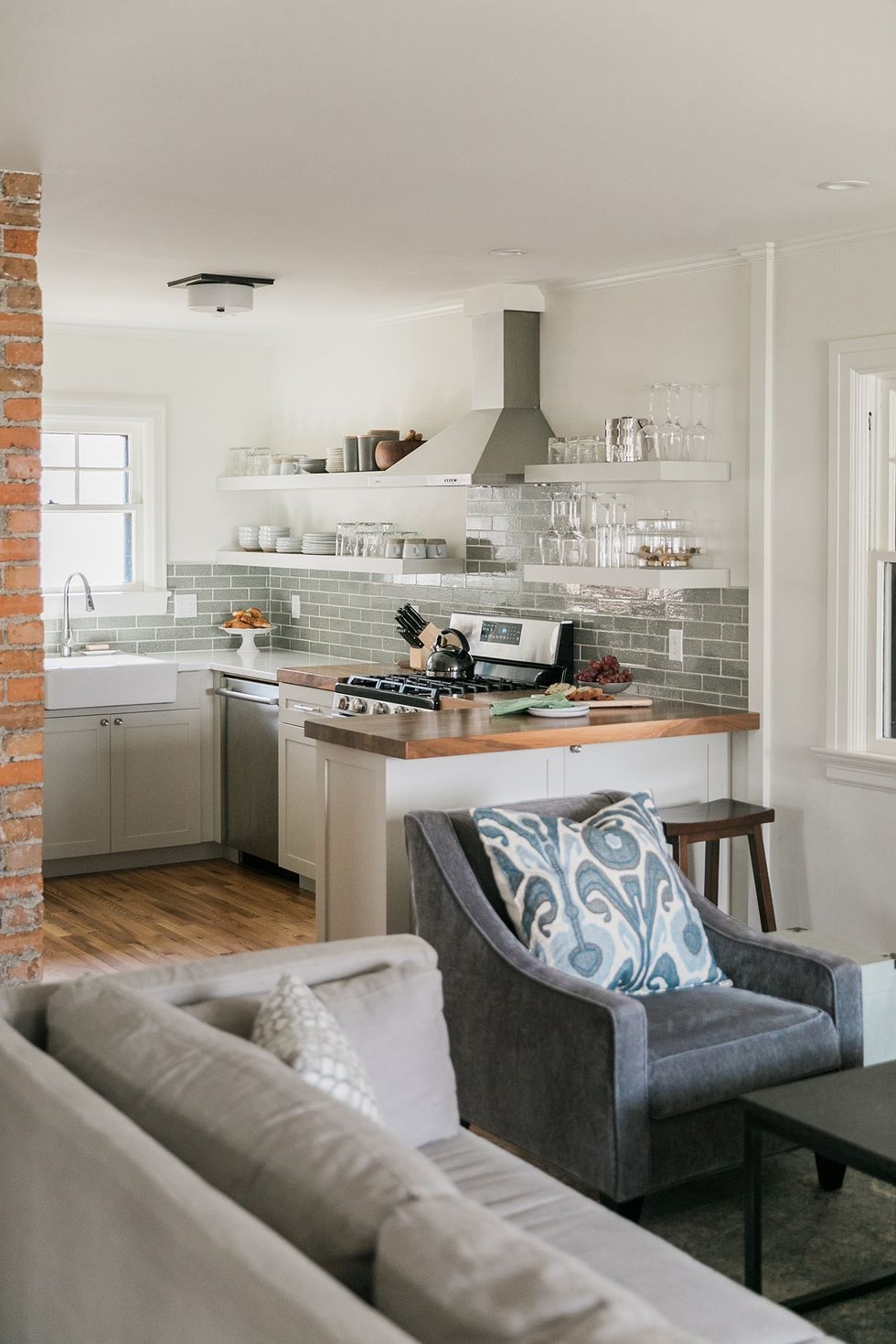 Открытые полки на кухне: 20 примеров (галерея 1, фото 7)