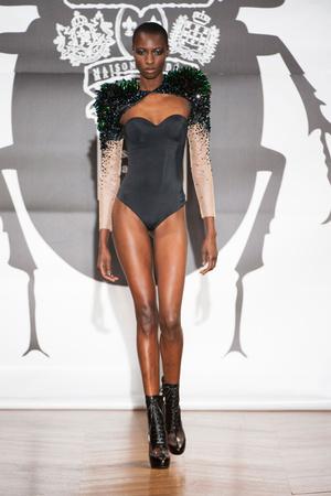 Показ On Aura Tout Vu коллекции сезона Весна-лето 2013 года Haute couture - www.elle.ru - Подиум - фото 480262