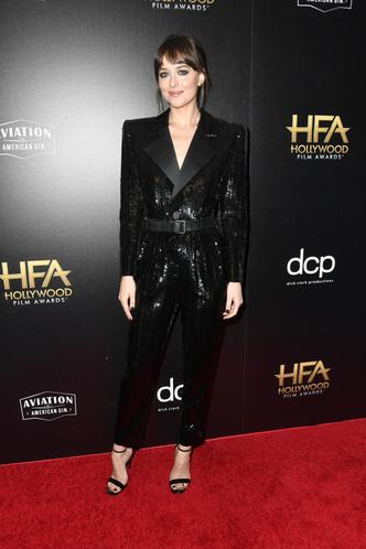 Дакота Джонсон вручила награду отчиму Антонио Бандерасу на Hollywood Film Awards (фото 1.1)