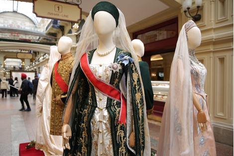 В ГУМе открылась выставка костюмов и украшений из фильма «Матильда» | галерея [1] фото [5]