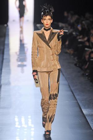 Показ Jean Paul Gaultier коллекции сезона Весна-лето 2011 года Haute couture - www.elle.ru - Подиум - фото 217254