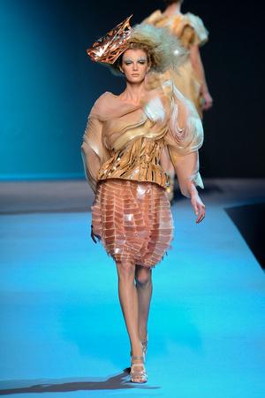 Показ Christian Dior коллекции сезона Осень-зима 2011-2012 года Haute couture - www.elle.ru - Подиум - фото 277109