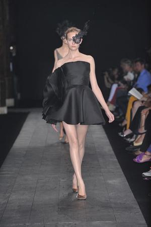 Показы мод Valentino Осень-зима 2009-2010 | Подиум на ELLE - Подиум - фото 3254