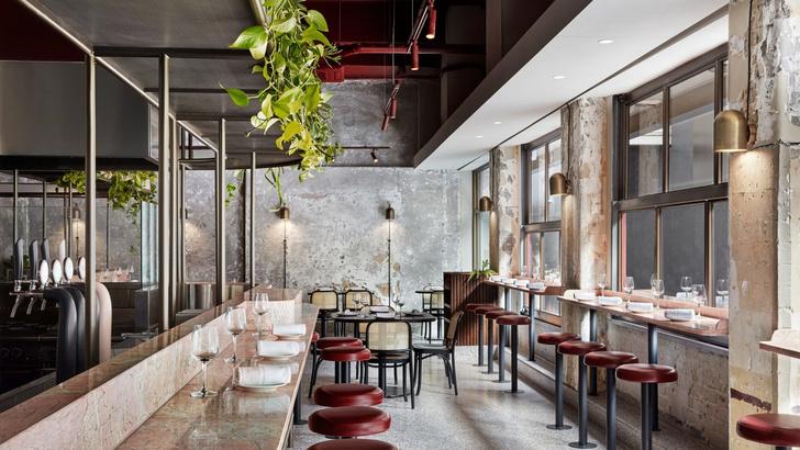 Розовый мрамор и потертый бетон: паста бар в Мельбурне (фото 0)