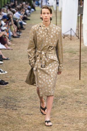 Показы мод JW Anderson Весна-лето 2018 | Подиум на ELLE - Подиум - фото 4916